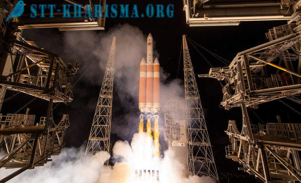Launches spacecraft in photos