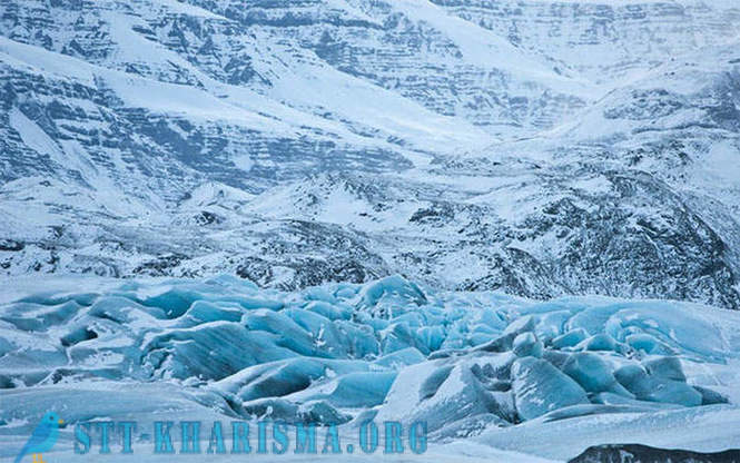 Amazing blue icebergs and glaciers in Iceland